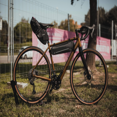 Z Adventure R5 x Z Adventure C3, the best combination for a long day of gravel!  📸: @guillebrunet / @lapierrebikes_es   #zefal #keeponriding #bikepacking #gravelbike #gravel #bikelife #sacochevélo #biketrip #biketravel
