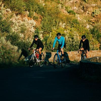 Who is a fan of sunset bike rides? 🌄  #keeponriding #Zefal #bikeride #cycling #roadbike #catalogne #cols #cyclisme #ciclismo