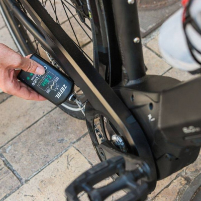 New E-Bike Chain Lube! 😎  We present our chain lube specifically formulated for electric bikes. The Ebike high torque loads wear down the chain faster than on a non-assisted bike. This specific lube protects your chain against wear, corrosion and friction thanks to its formulation based on extreme pressure additives. 👌  #zefal #keeponriding #madeinfrance #chainlube #oil #bike #ebike #ebikelife #ebikeaccessories